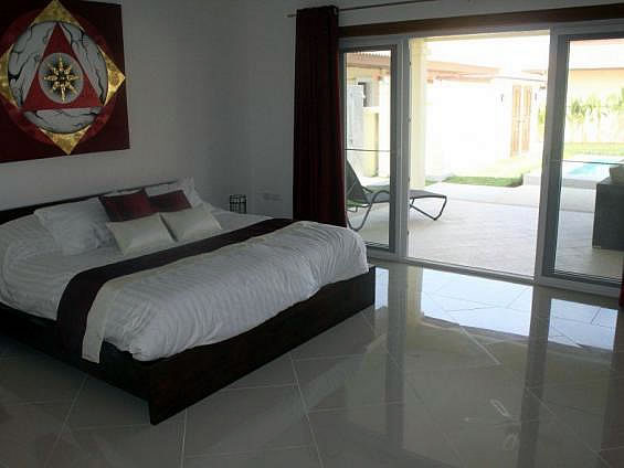 Rent pool villa in Hua Hin
