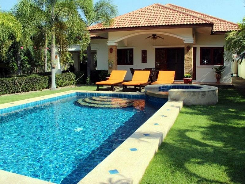 Снять виллу с бассейном дешево в Хуа Хине