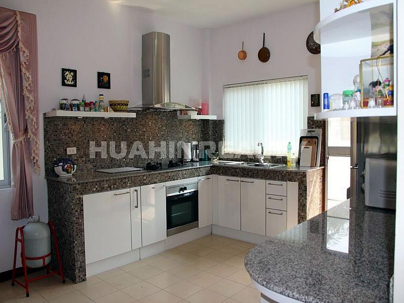 Небольшой дом в Хуа Хине по разумной цене 18