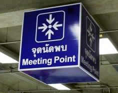 Зона ожидания встречи в аэропорту Бангкока