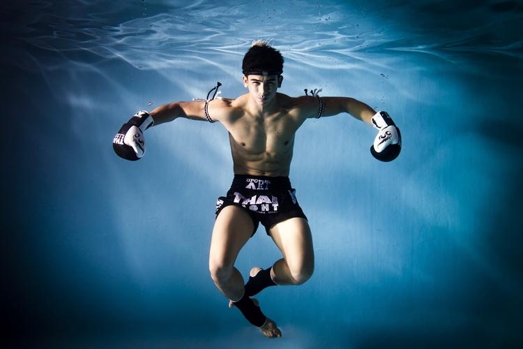 Профессиональный франзуский боец муа-тай Antoine Pinto